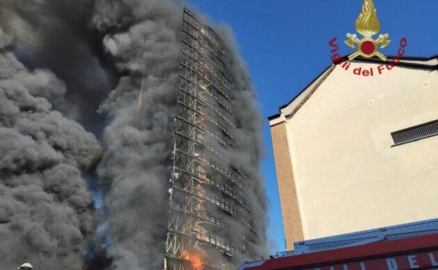 palazzo fiamme milano