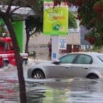 Bomba d'acqua sulla Sicilia: aerei dirottati, black out e linee in tilt