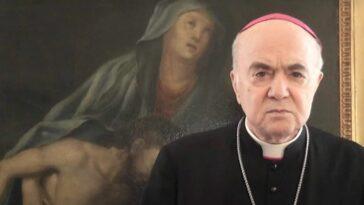 Monsignor Carlo Maria Viganò il Green pass e le teorie del complotto