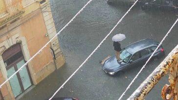 Maltempo Siracusa allagata strade sommerse, livello dell'acqua allarmante