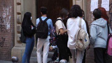 Torino botte e insulti razzisti fuori da scuola, vittima una 14enne