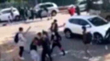 Modena pestaggio davanti scuola, ragazzino assaltato da venti coetanei