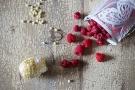 Tartufi al cioccolato bianco e cocco con ripieno di lamponi: ricetta con foto