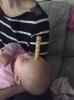 Sfida web tra papà: torri di Cheerios sui neonati